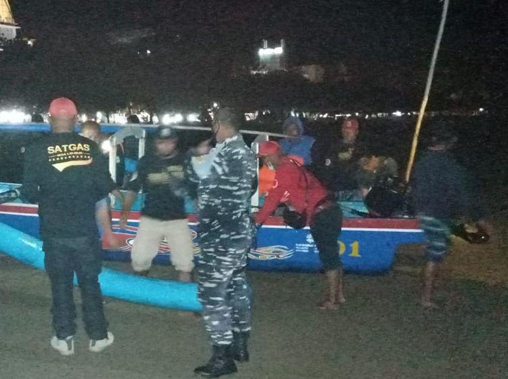 Petugas Gabungan Razia Nelayan Penangkap Banih Lobster di Pangandaran