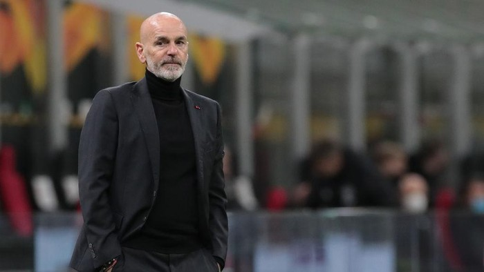 MILAN, ITALY - MARCH 18:  AC Milan coach Stefano Pioli looks on during the UEFA Europa League Round of 16 Second Leg match between AC Milan and Manchester United at San Siro on March 18, 2021 in Milan, Italy. Sporting stadiums around Europe remain under strict restrictions due to the Coronavirus Pandemic as Government social distancing laws prohibit fans inside venues resulting in games being played behind closed doors. (Photo by Emilio Andreoli/Getty Images)