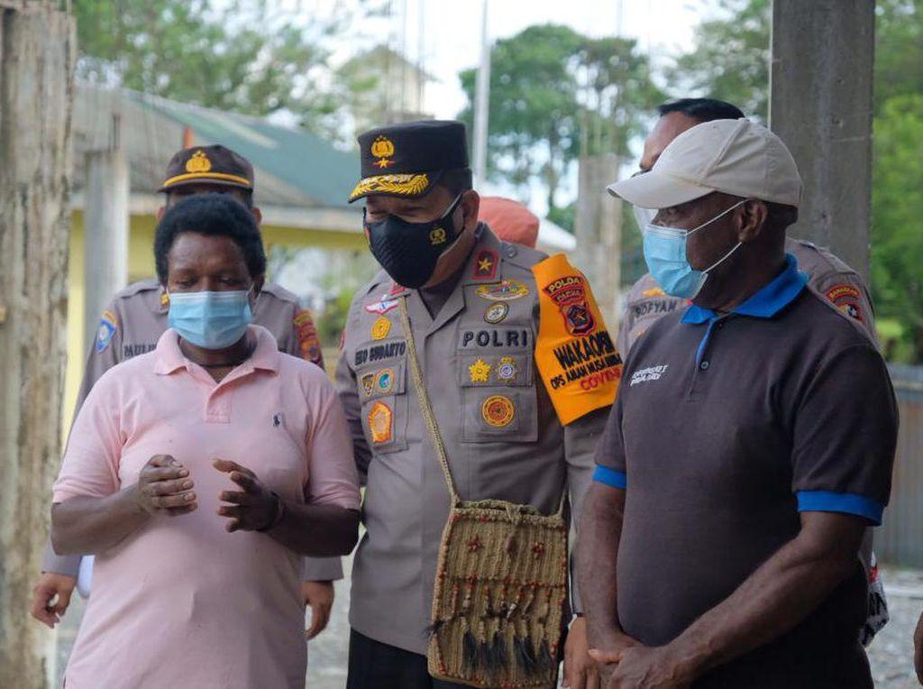 Kunjungi Peternakan Babi di Mimika, Wakapolda Bicara Kerja Keras Warga Papua