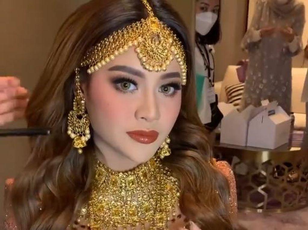 Detail Makeup Aurel Hermansyah di Henna Night, Cantik bak Bintang Bollywood