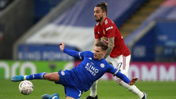 Leicester's Marc Albrighton, front, duels for the ball with Manchester United's Alex Telles during the English FA Cup quarter final soccer match between Leicester City and Manchester United at the King Power Stadium in Leicester, England, Sunday, March 21, 2021. (AP Photo/Ian Walton, Pool)