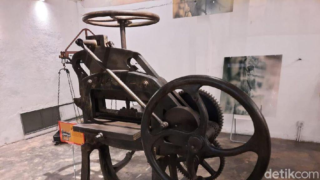 Potret Mesin Pencetak Uang Kuno di Galeri Museum Peruri