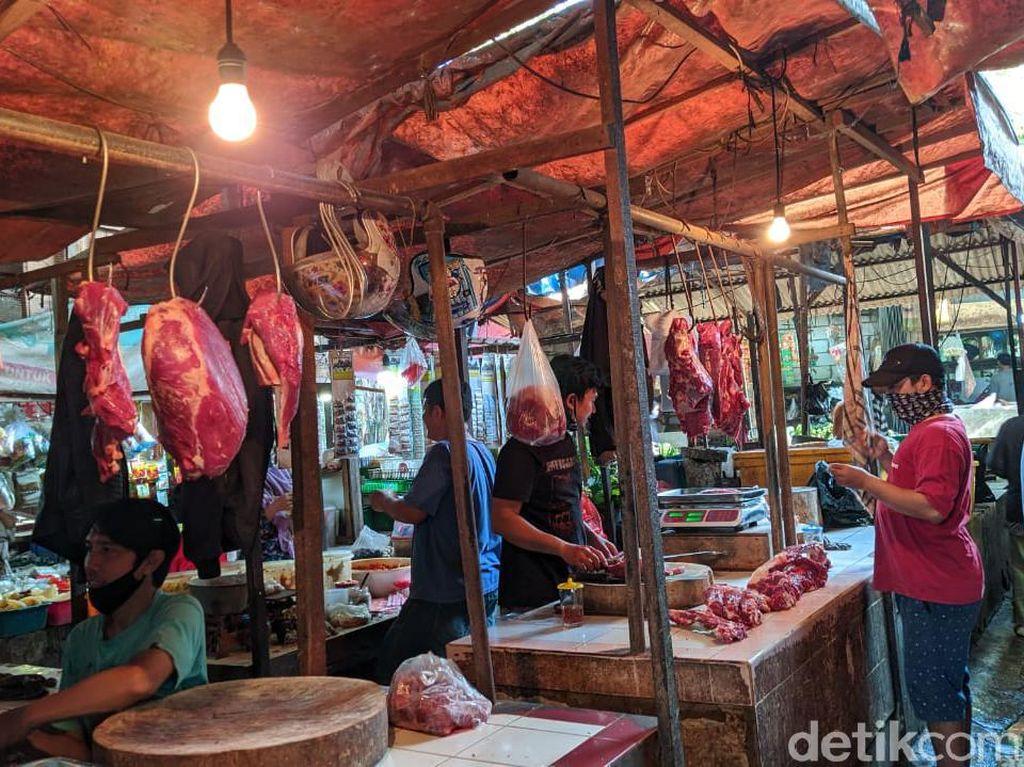 Harga Daging Sapi Masih Tinggi, Tukang Bakso Ogah Belanja Banyak