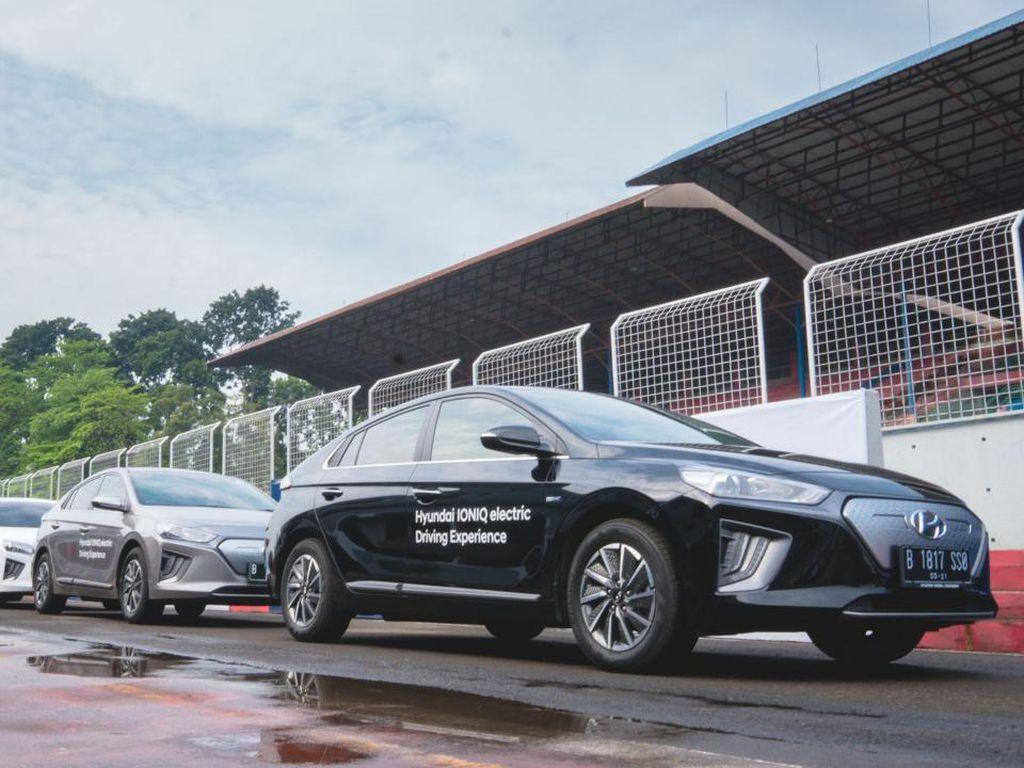 Menguji Performa Mobil Listrik Hyundai Ioniq dan Kona di Sirkuit Sentul