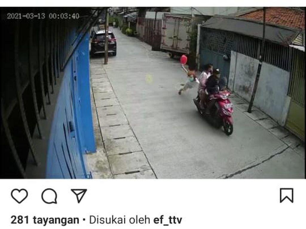 Viral Pemotor Bawa Anak Kecil Jambret Lansia di Jakbar, Polisi Selidiki