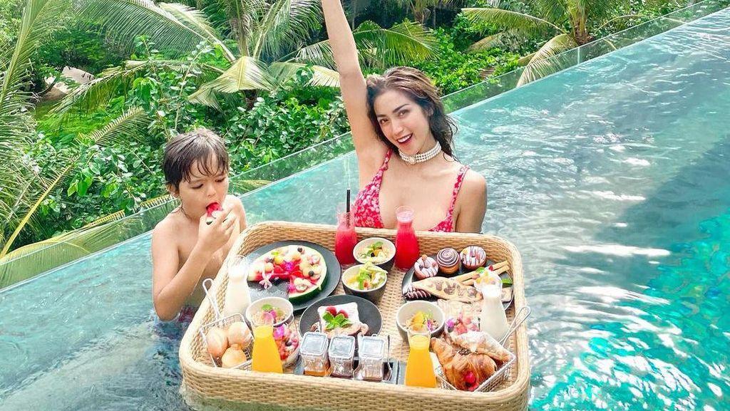 Berteman dengan Nobu, Jessica Iskandar Sering Cicipi Makanan Enak di Bali