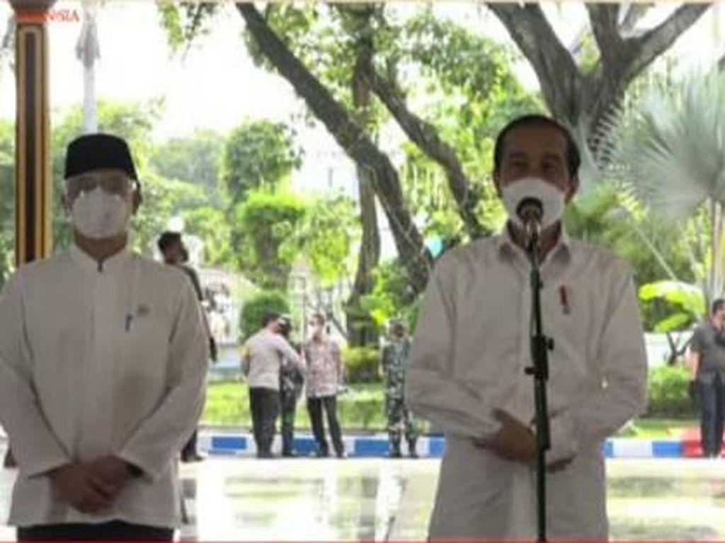 Jokowi Pantau Vaksinasi AstraZeneca di Jombang