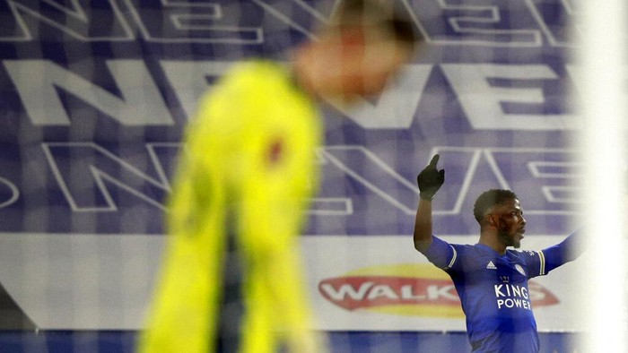 Leicesters Kelechi Iheanacho, right, celebrates after scoring his sides third goal during the English FA Cup quarter final soccer match between Leicester City and Manchester United at the King Power Stadium in Leicester, England, Sunday, March 21, 2021. (AP Photo/Ian Walton, Pool)