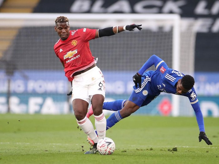 LEICESTER, ENGLAND - MARCH 21: Kelechi Iheanacho of Leicester City is challenged by Paul Pogba of Manchester United during the Emirates FA Cup Quarter Final  match between Leicester City and Manchester United at The King Power Stadium on March 21, 2021 in Leicester, England. Sporting stadiums around the UK remain under strict restrictions due to the Coronavirus Pandemic as Government social distancing laws prohibit fans inside venues resulting in games being played behind closed doors.  (Photo by Alex Pantling/Getty Images)