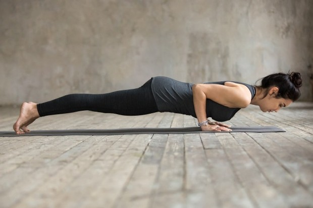 Kelenjar payudara, sel lemak, dan ligamen mungkin tidak akan mendapat manfaat dari latihan ini, tetapi otot di bawah payudara yang disebut sebagai pectorals dapat melakukannya.