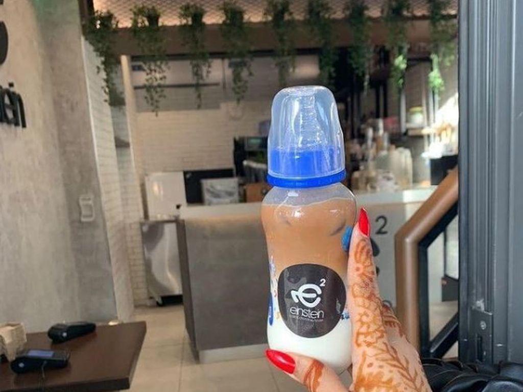 Tawarkan Minum Kopi pakai Botol Bayi, Kafe Ini Dikecam