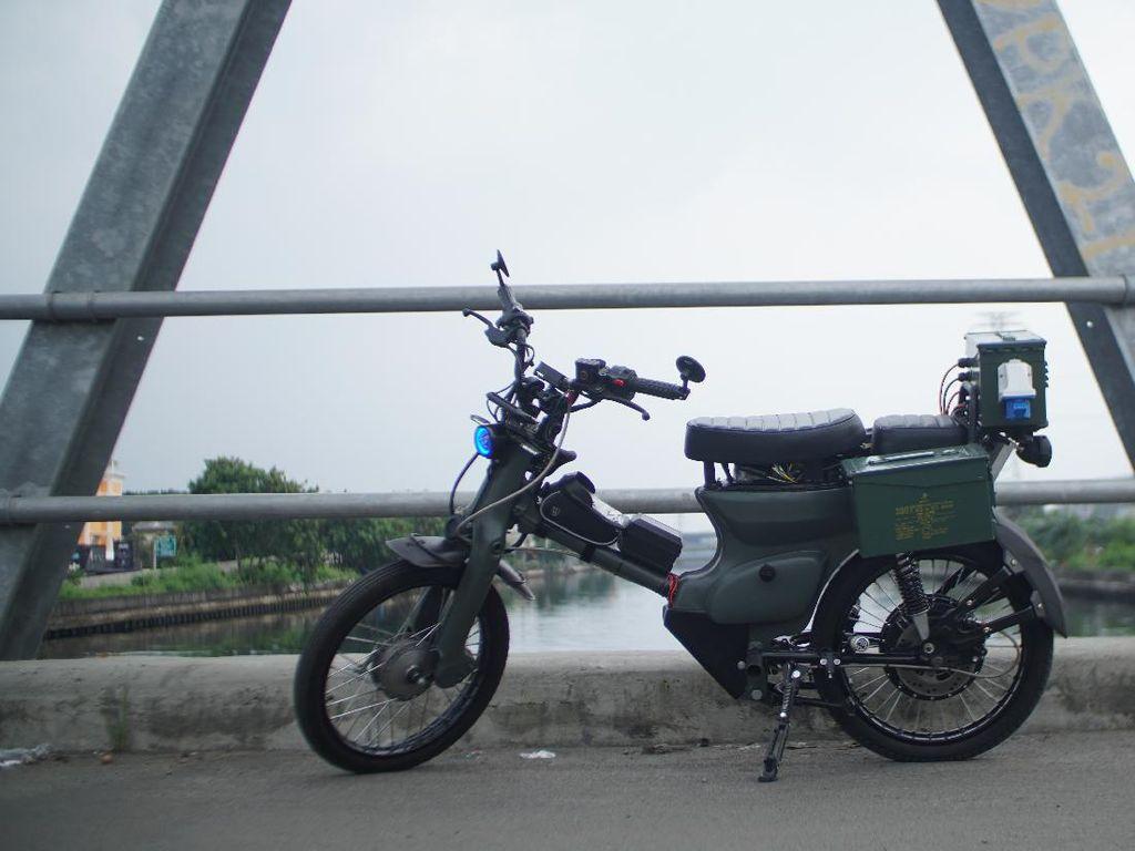 Motor Listrik dari Bangkai Honda C70, Tenaga Pakai Baterai Laptop dan Kamera