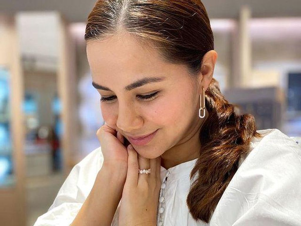 8 Pesona Noor Nabila, Istri Baru Engku Emran Mantan Laudya Cynthia Bella