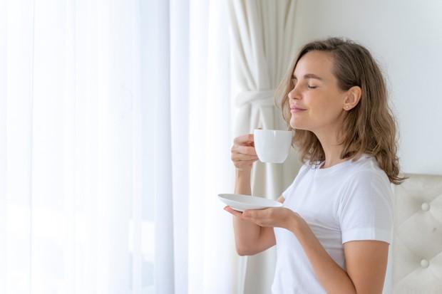 Berhasil meminimalkan sejumlah barang akan membuat kamu merasa lebih nyaman dan tenang beraktivitas sekaligus istirahat di rumah sendiri.