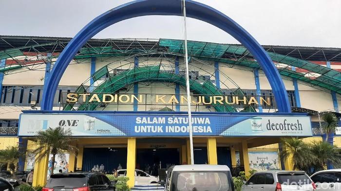 Pengamanan ketat laga Grup B Piala Menpora 2021 di Stadion Kanjuruhan