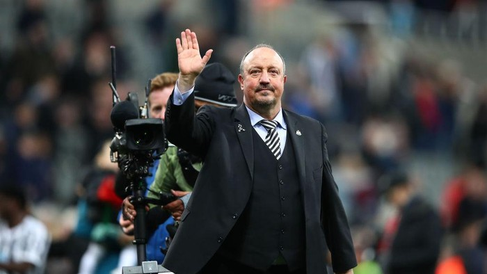 NEWCASTLE UPON TYNE, ENGLAND - MAY 04:  Rafael Benitez, Manager of Newcastle United waves to the crowd after the Premier League match between Newcastle United and Liverpool FC at St. James Park on May 04, 2019 in Newcastle upon Tyne, United Kingdom. (Photo by Clive Brunskill/Getty Images)