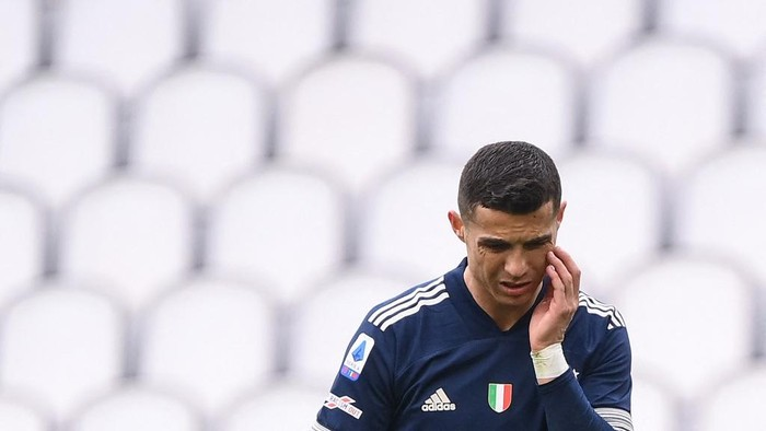 Juventus Portuguese forward Cristiano Ronaldo reacts during the Italian Serie A football match Juventus Turin vs Benevento on March 21, 2021 at the Juventus stadium in Turin. (Photo by Marco BERTORELLO / AFP)