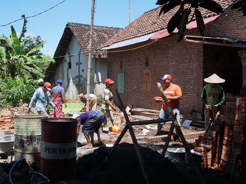 Akhirnya Rumah Warga Mojokerto yang Dihancurkan Istri Dibangun Kembali