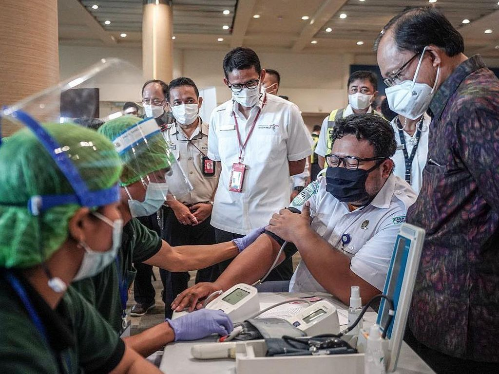 Biar Bali Bisa Wisata Lagi, 6.000 Petugas Bandara Ngurah Rai Divaksinasi Massal