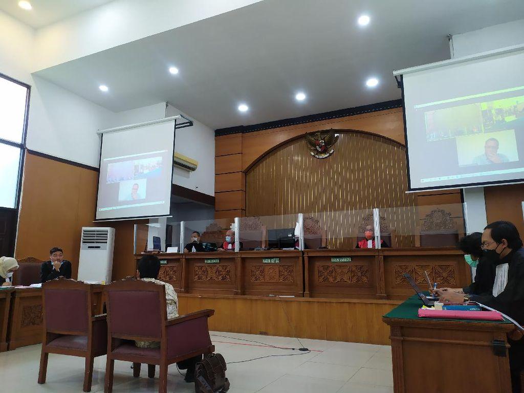 Hakim Izinkan Jumhur Hidayat Hadir Langsung di Persidangan
