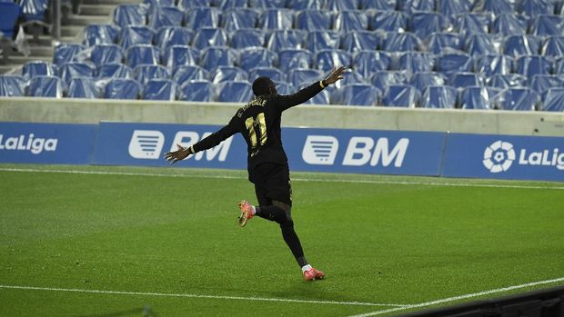 Barcelona's Ousmane Dembele celebrates scoring his side's 5th goal during the Spanish La Liga soccer match between Real Sociedad and FC Barcelona at Reale Arena stadium in San Sebastian, Spain, Sunday, March. 21, 2021. (AP Photo/Alvaro Barrientos)