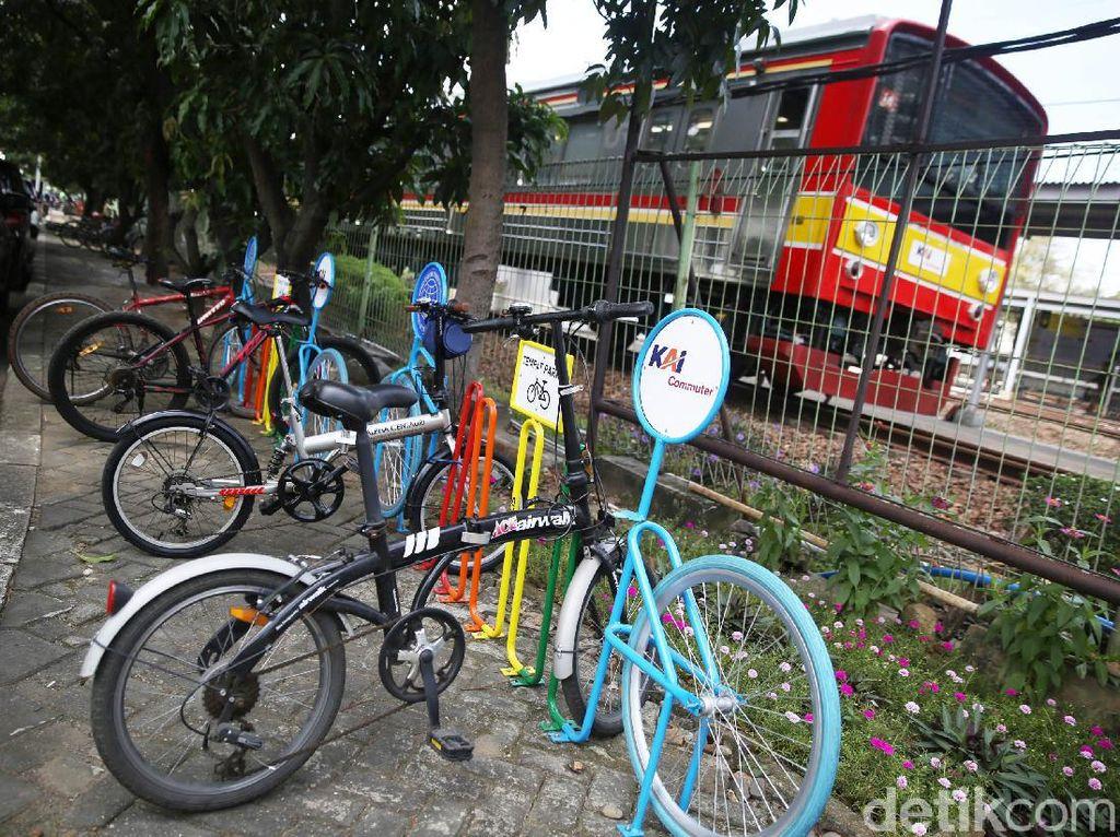 Stasiun Bekasi Juga Punya Fasilitas Parkir Sepeda Lho