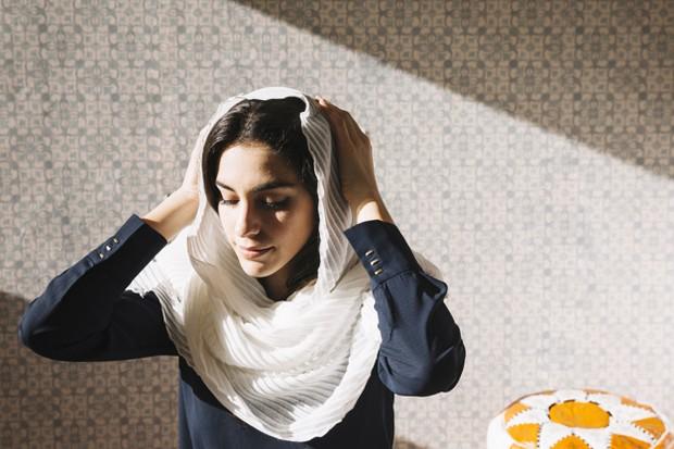 Mengistirahatkan rambut saat tidak memakai hijab.