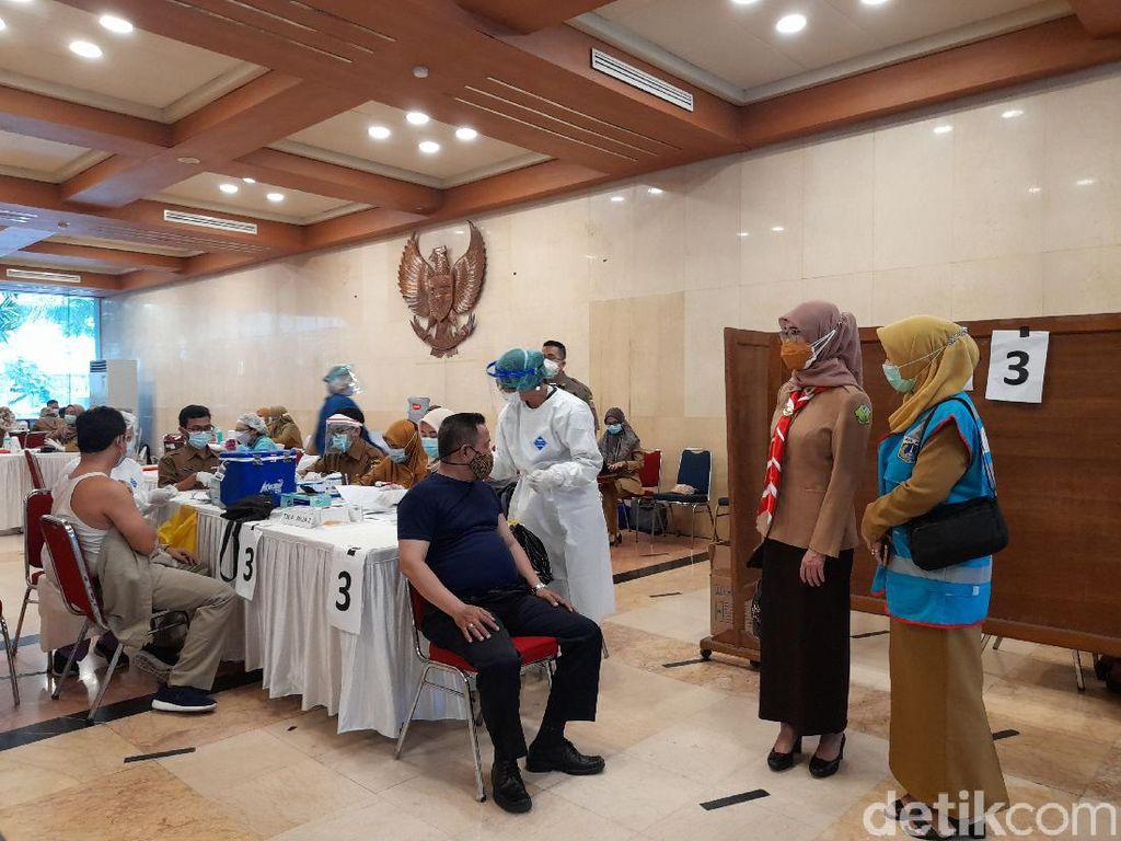 ASN di Balai Kota DKI Jalani Vaksinasi COVID, Target 500 Dosis Sehari