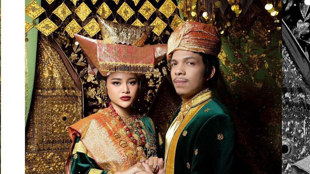 7 Foto Prewedding Atta Halilintar & Aurel, Serasi Pakai Baju Adat Minangkabau