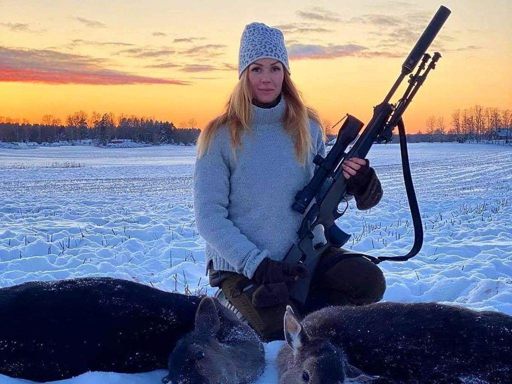 10 Potret Wanita Cantik yang Hobi Berburu, Sering Dihujat Membunuh Binatang