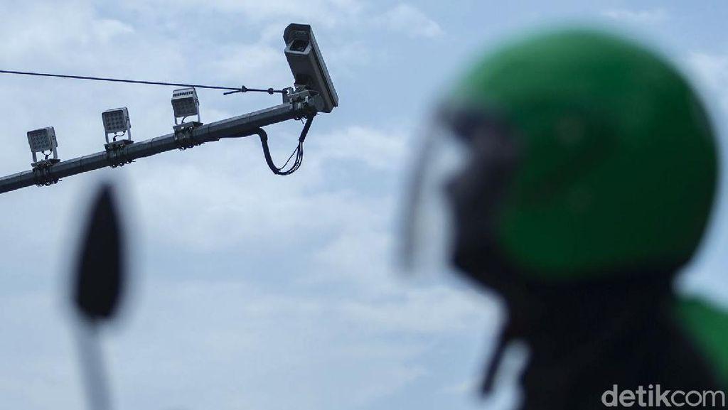 Duh, Kamera ETLE Harmoni Kok Menghadap Langit?