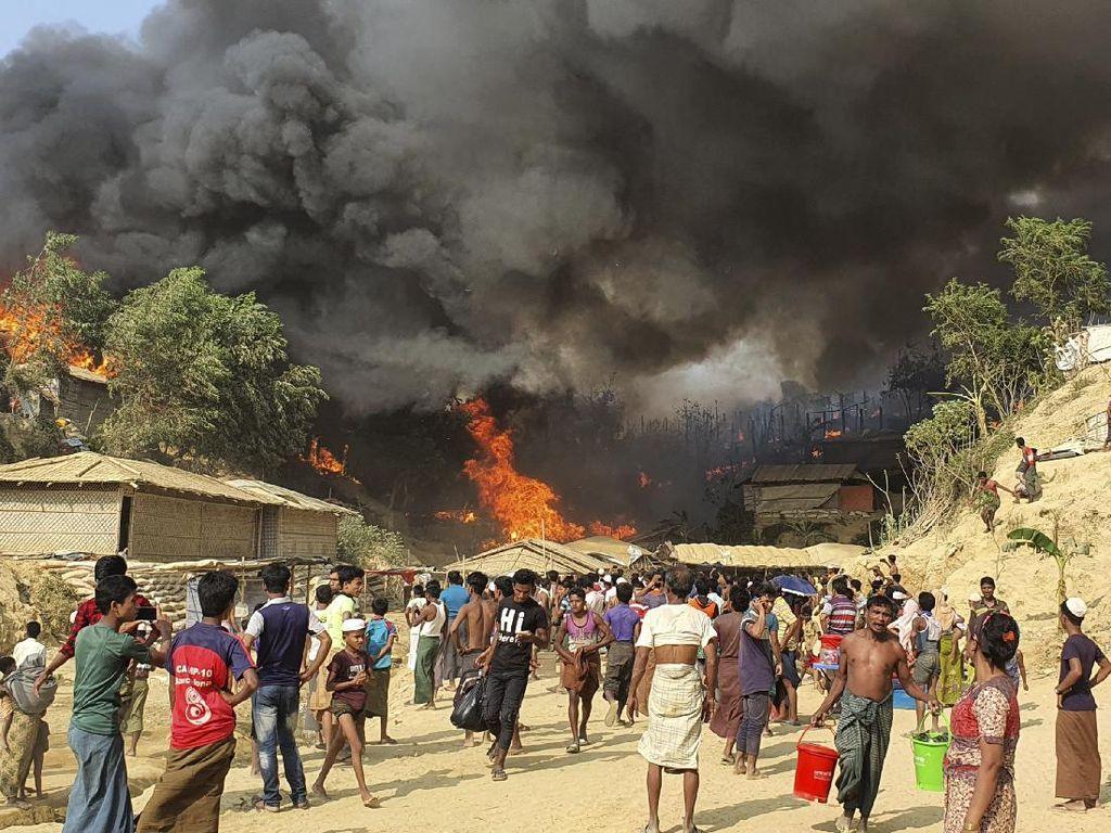 Si Jago Merah Kembali Lahap Kamp Pengungsi Rohingya