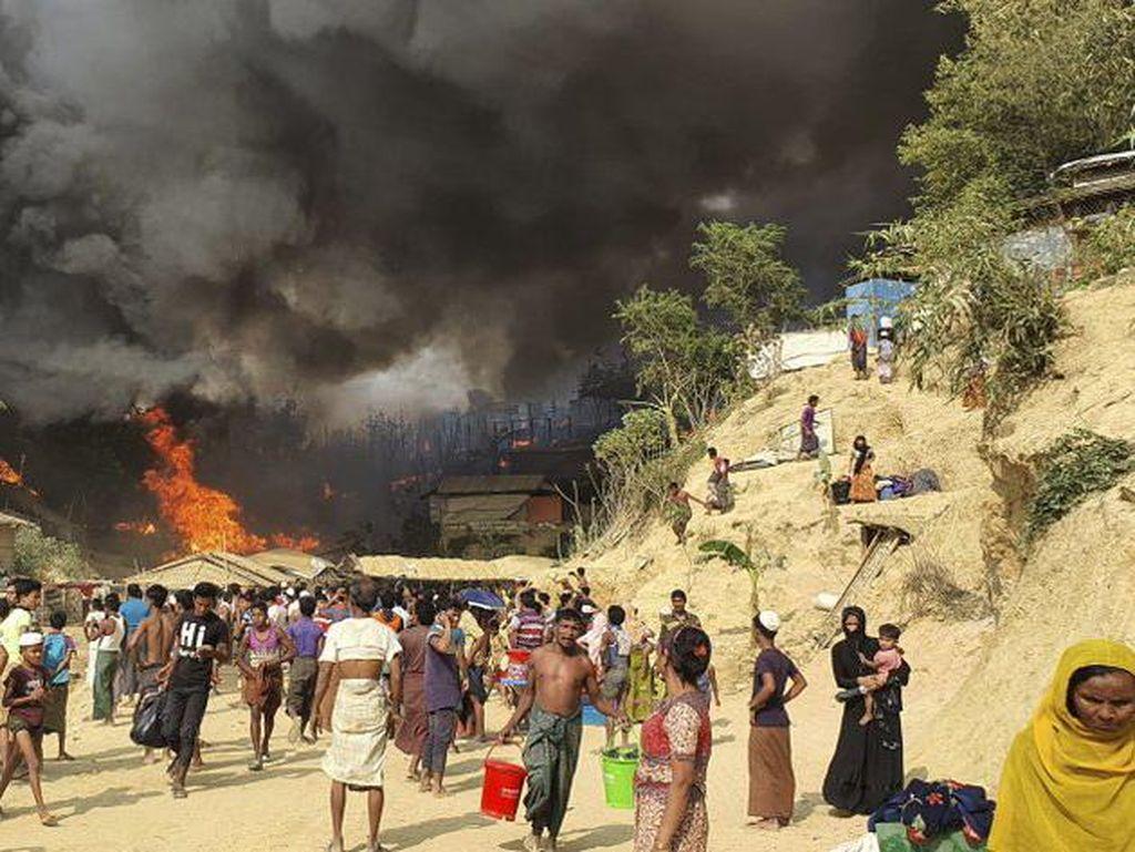 Hambat Evakuasi Kebakaran, Pagar Kawat Berduri di Kamp Rohingya Jadi Sorotan