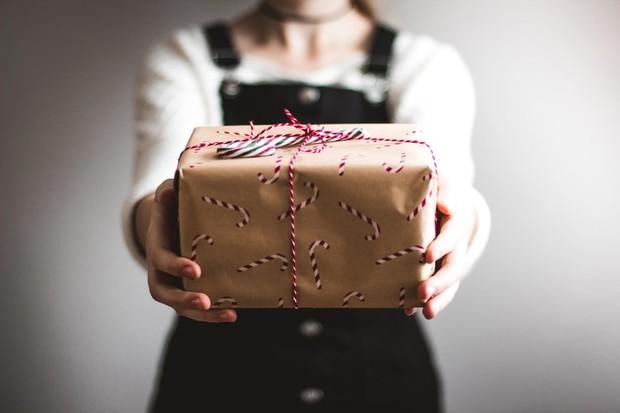Kamu bisa memberikan hadiah untuk saudara ipar agar lebih akrab