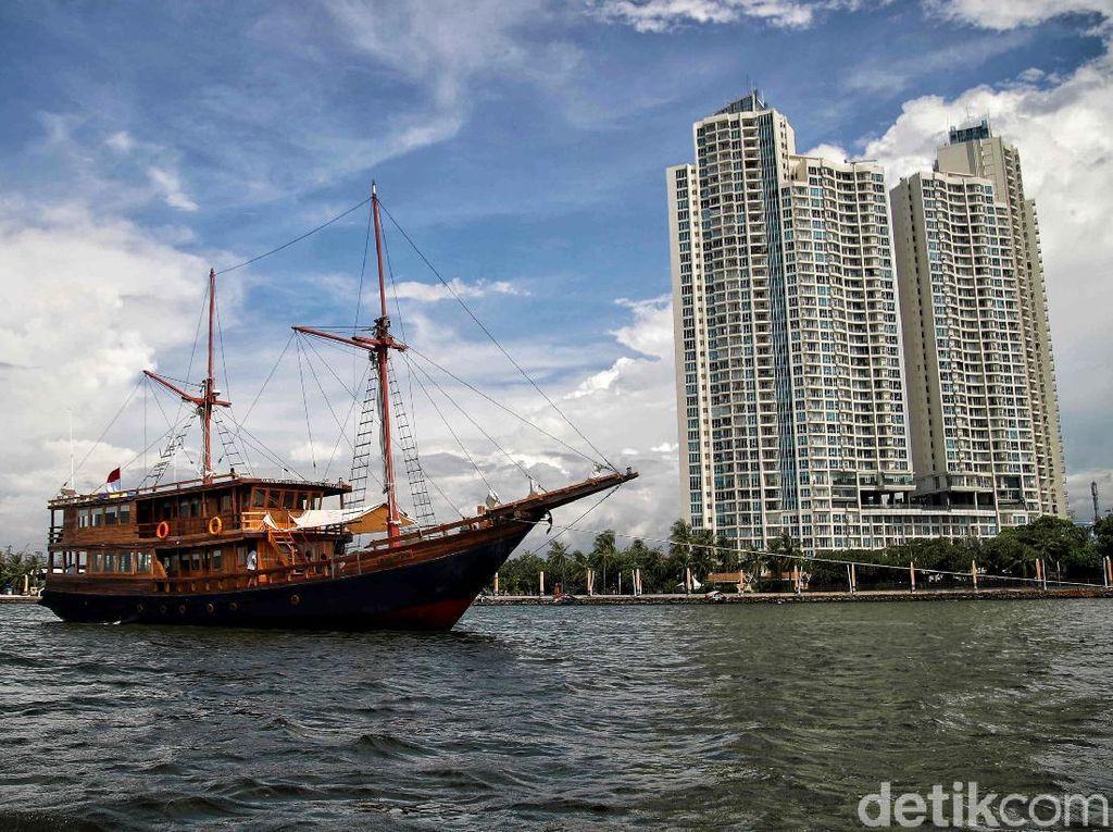Menikmati Wisata Bahari Lewat Kapal Pinisi di Ancol