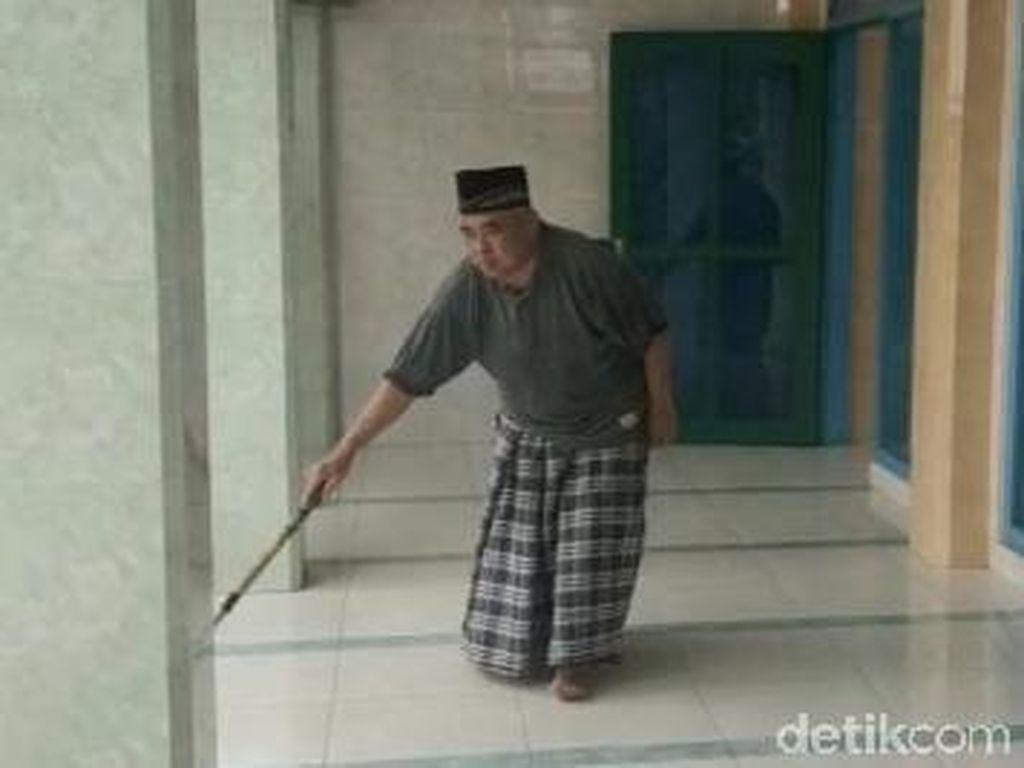 Perjalanan Hidup Muazin Buta Bersuara Merdu di Banyuwangi