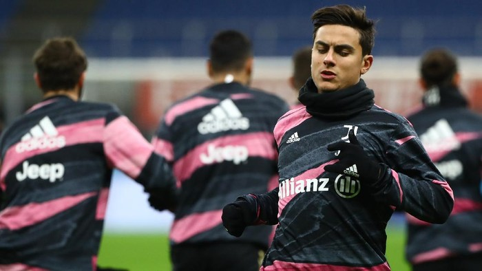 MILAN, ITALY - JANUARY 06:  Paulo Dybala of Juventus FC during the warm up before the Serie A match between AC Milan and Juventus at Stadio Giuseppe Meazza on January 6, 2021 in Milan, Italy.  (Photo by Marco Luzzani/Getty Images)