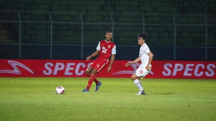Persija Jakarta melawan PSM Makassar