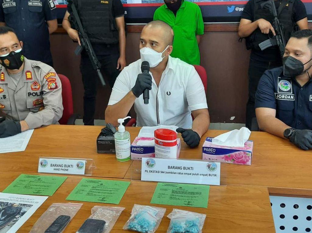 Kurir Narkoba Ditangkap Polisi di Depan PN Jakpus, 944 Butir Ekstasi Disita