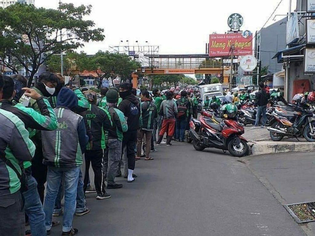 Viral Antrean Ojol Mengular ke Jl Margonda Depok, Satpol PP: Promo Resto Baru