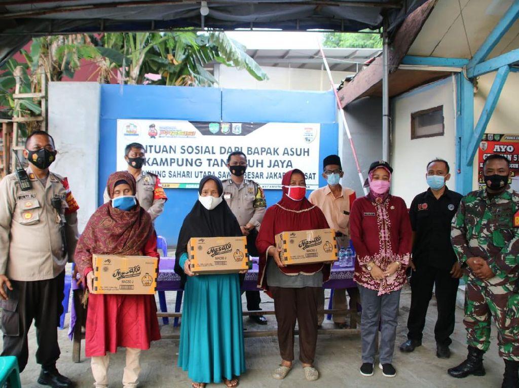 Program Bapak Asuh Bantu Warga Isman di Kampung Tangguh Sawah Besar Jakpus