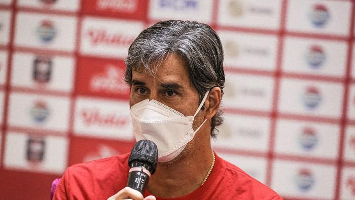 Stefano Cugurra Teco memberi keterangan menjelang Bali United dengan Persib Bandung di Piala Menpora 2021.