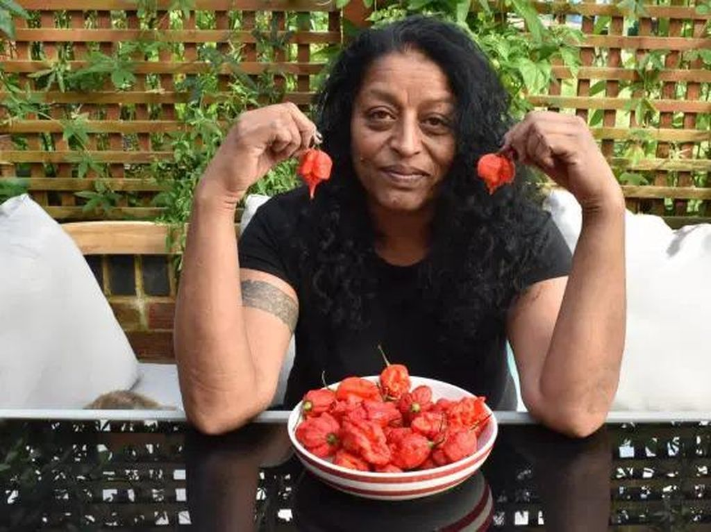 Ikut Tantangan Makan Cabe, Wanita Ini Sebut Rasanya Lebih Sakit dari Melahirkan