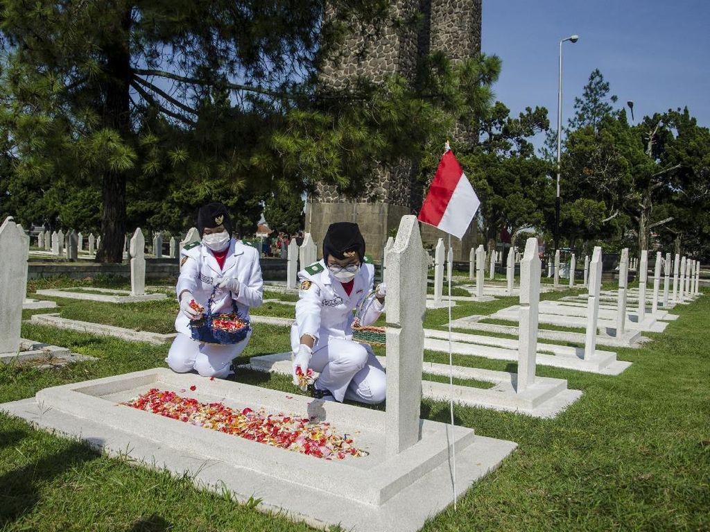 Ziarah Makam Peringati Bandung Lautan Api
