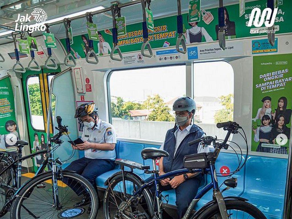 Sepeda Antik yang Dibawa Anies Naik MRT