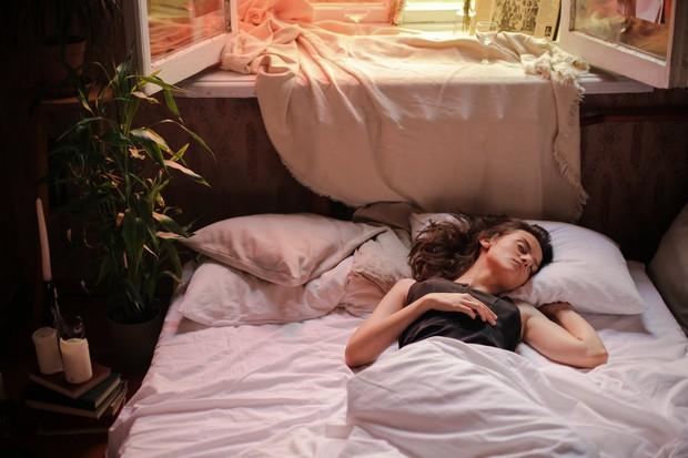 Apakah kamu seseorang yang menyukai udara dingin dan sejuk? Cara ini bisa kamu gunakan untuk mendapatkan tidur yang nyenyak.