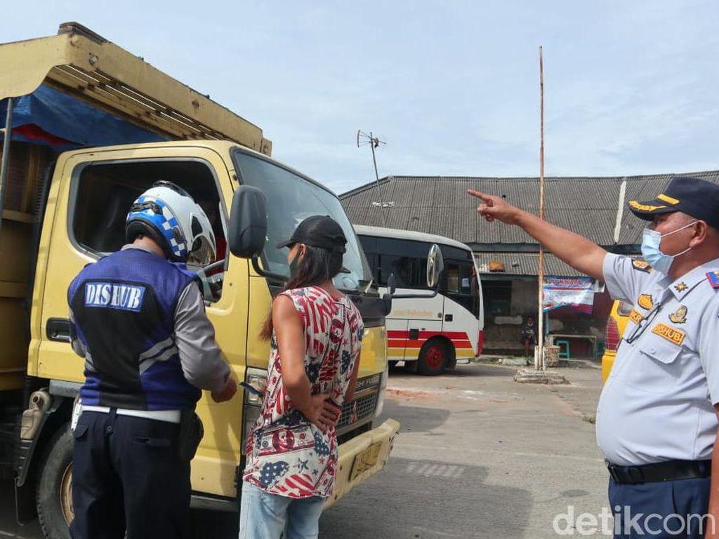 Dishub Kabupaten Tangerang Tertibkan Truk-truk Bandel di Balaraja