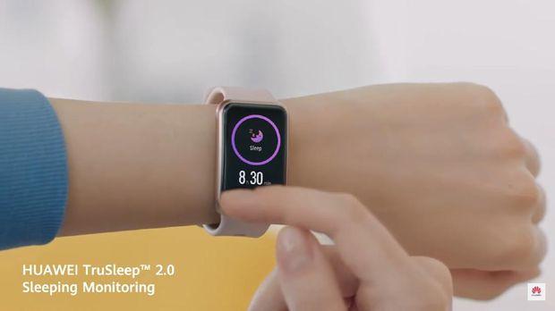Huawei merilis Watch Fit Elegant Edition smartwatch anti-monoton club yang tak hanya dapat memantau kesehatan pengguna, tapi juga tampil stylish.