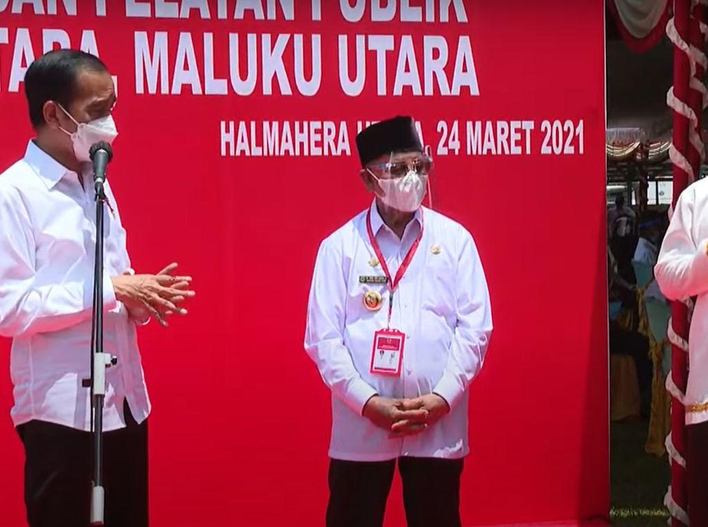 Jokowi ke Warga Halmahera Utara yang Divaksin: Nggak Apa-apa Ngantuk Dikit