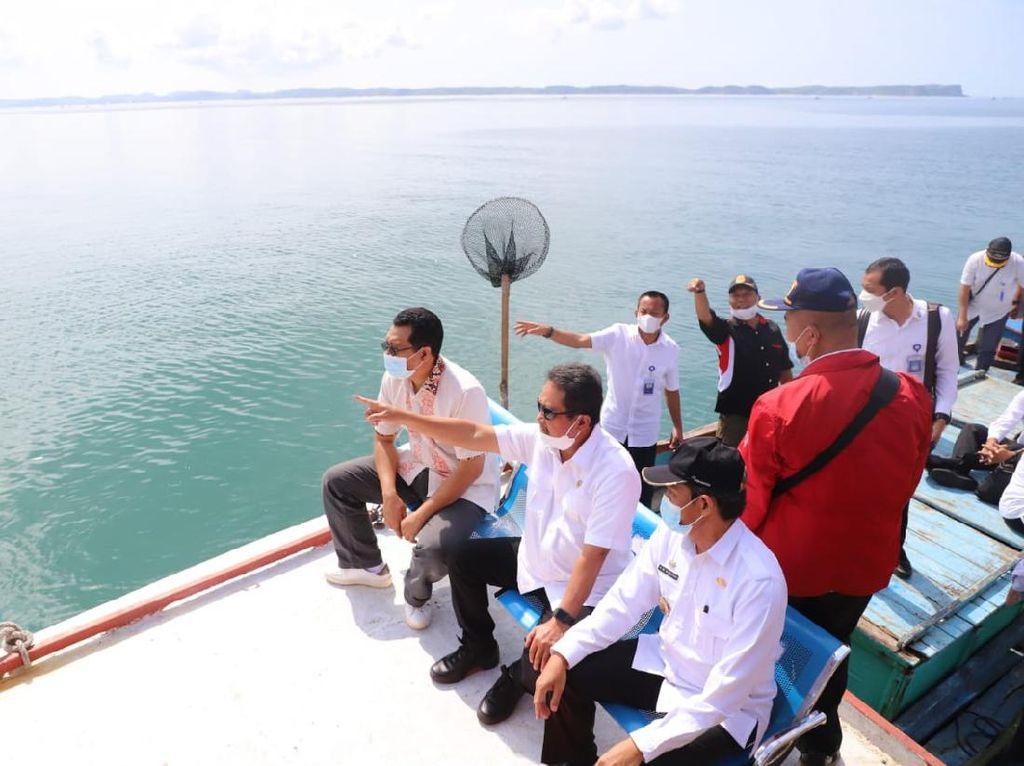 Trenggono Ingin Lombok Jadi Pusat Budi Daya Lobster Kelas Dunia